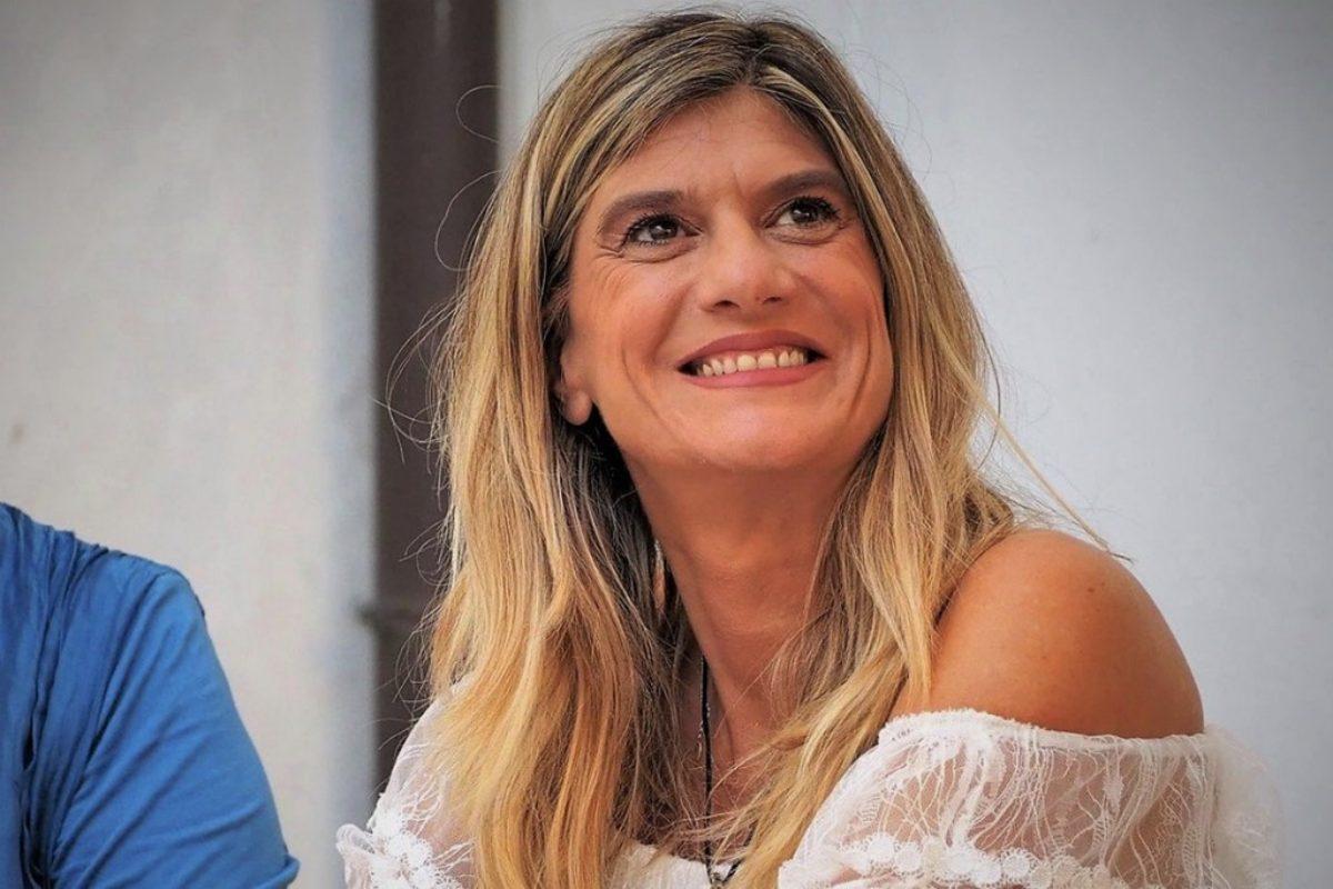 federica-angeli-giornalista-repubblica-sotto-scorta-chi-e-a-mano-disarmata-film-claudia-gerini